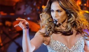 Jennifer Lopez hayranının kucağında dans etti