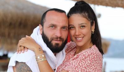 2 milyon TL'ye araba alan Berkay, plakasını eşinin ve kendi baş harfinden yaptırdı