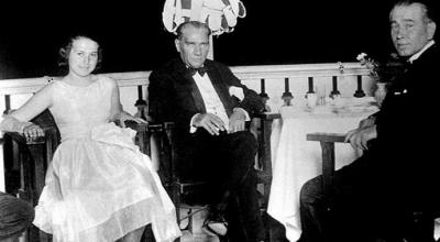 Atatürk'ün yanındaki kız Müzeyyen Senar mı?