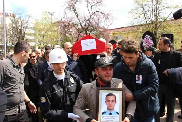 Şehit Polisi İki Bakan ve Binler Uğurladı